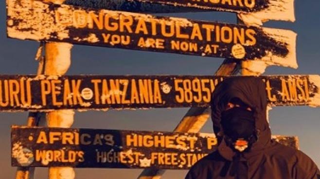 Бивша номер едно изкачи най-високата точка в Африка