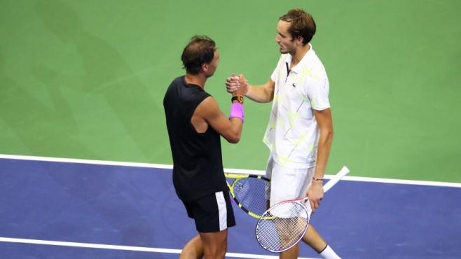 ATP и WTA спряха тениса до 13 юли