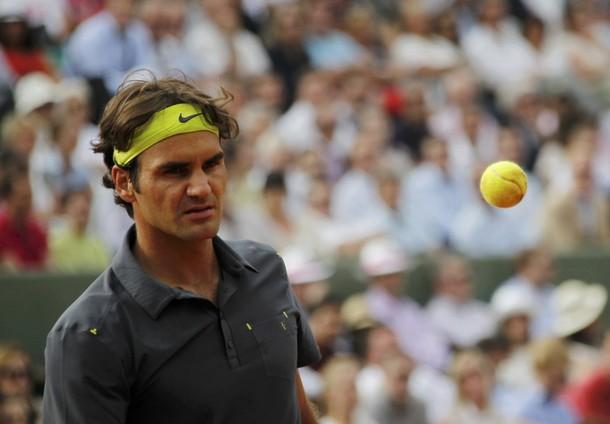 ВИДЕО: Федерер пак загуби сет, но записа поредна победа