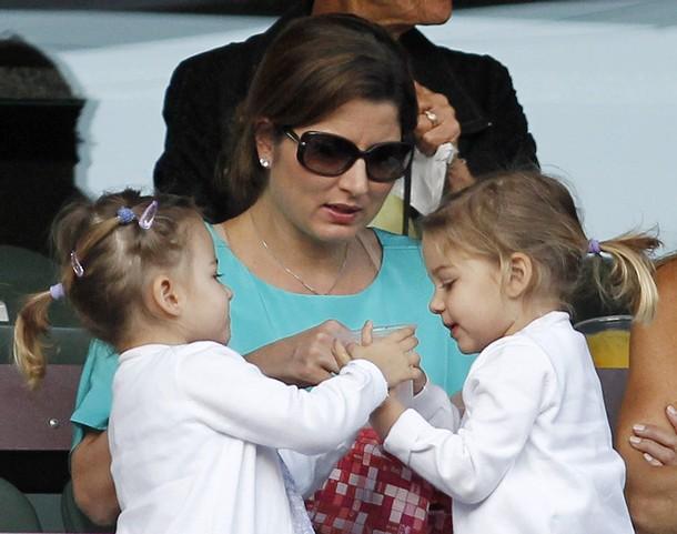Татко Роджър: Не плаках пред близначките, за да не ги изплаша