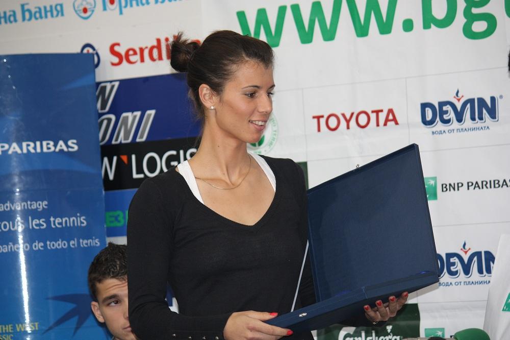 Пиронкова е 53-а по спечелени пари за 2012-а