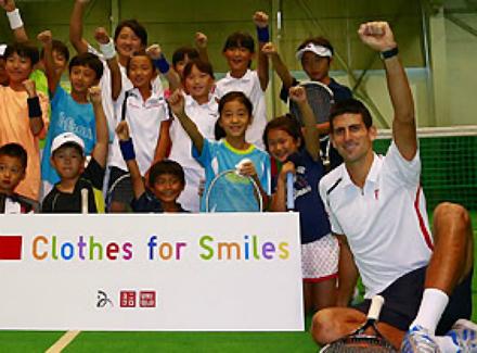Джокович събира дрехи за бедни деца
