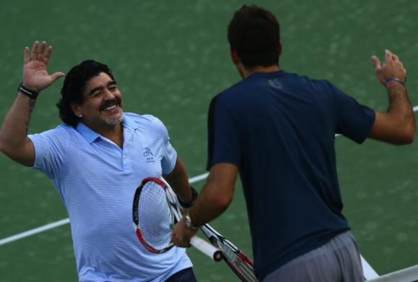 СНИМКА: Марадона подкрепя Дел Потро в Дубай