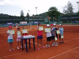 """20 таланти се включиха в турнир от програма """"Тенис 10"""" в Троян"""