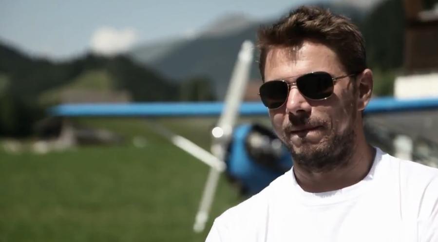 Вавринка загря за Гщаад със скок с парашут (+видео)