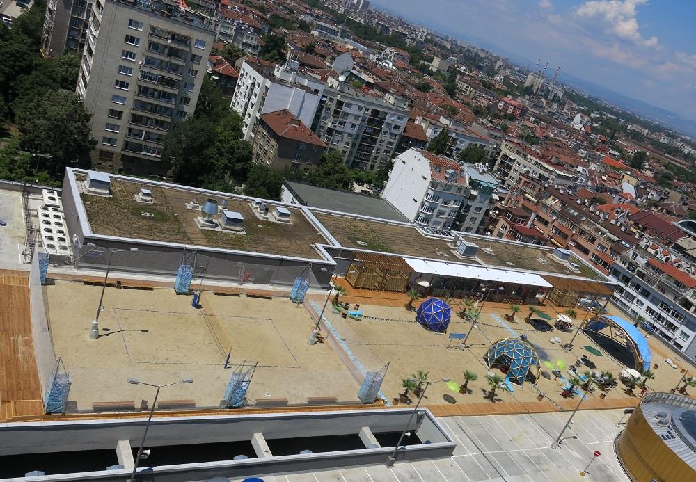 """Плажен тенис на покрива на мол """"Сердика Център"""""""