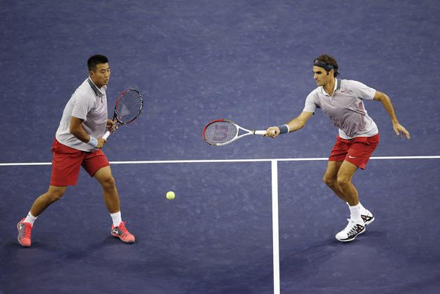Федерер стартира с впечатляваща победа на двойки в Шанхай