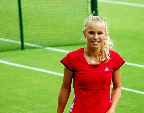 ВИДЕО: Вожняцки и Радванска загряват с ... тенисбол
