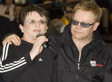 Били Джийн Кинг и Елтън Джон организират благотворителен двубой