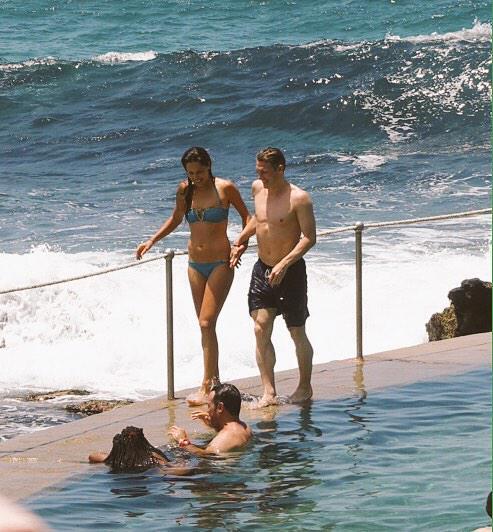 Ана и Швайни се забавляват на плажа