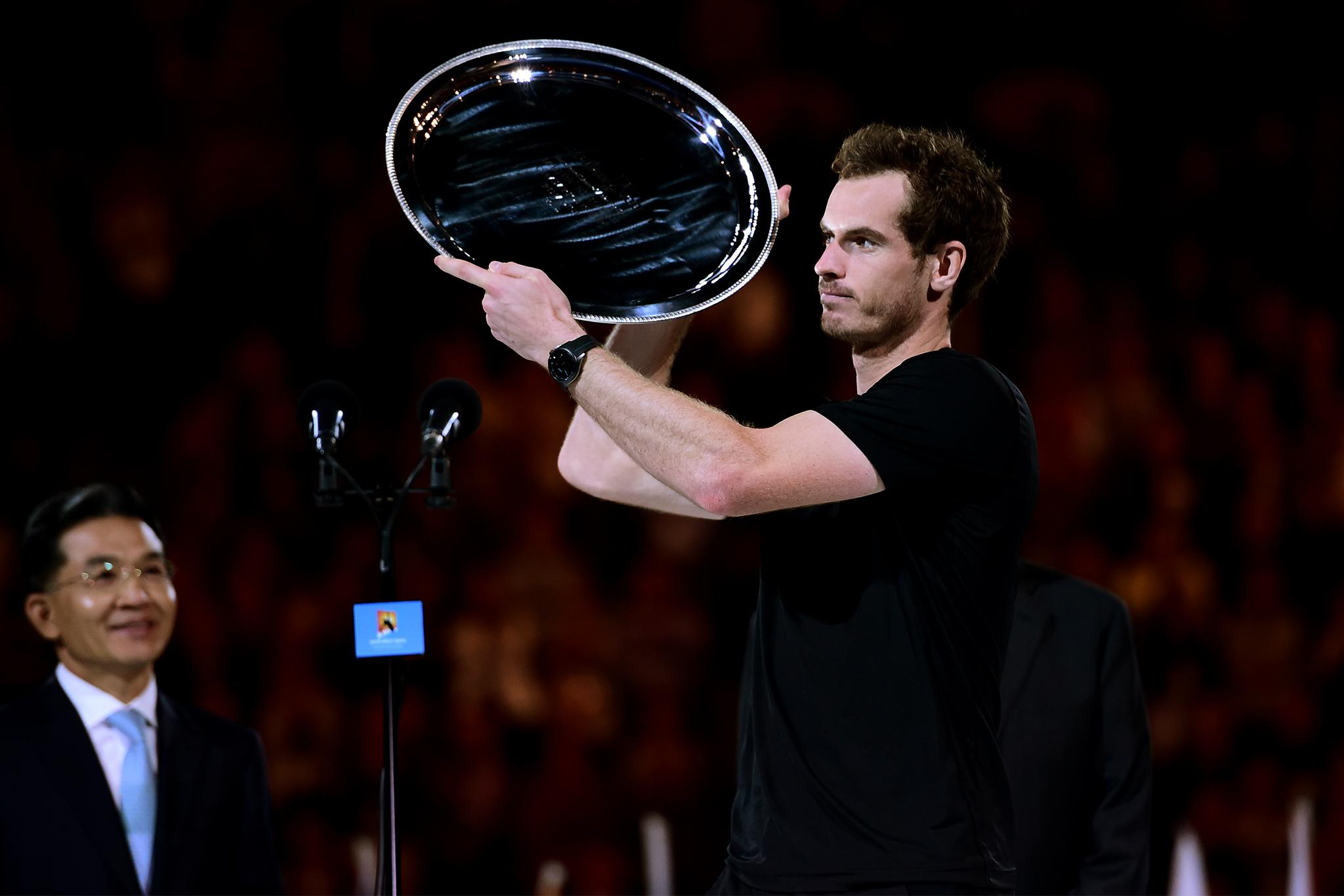Анди Мъри забрави трофея си