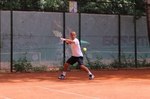 Пепи Санторото с рекордна пета титла