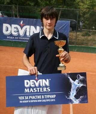 Габриел Донев с награда от актьора Ненчо Балабанов