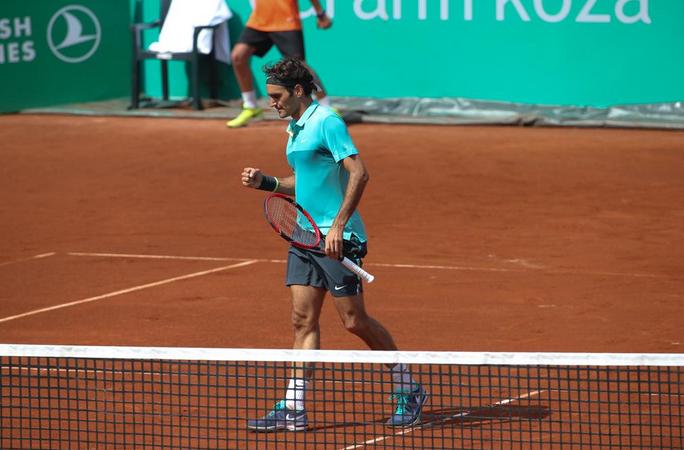Федерер на полуфинал след труден успех (+ СНИМКИ)