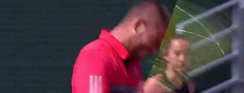 ВИДЕО: Южни за малко да си разбие главата с тенис ракета