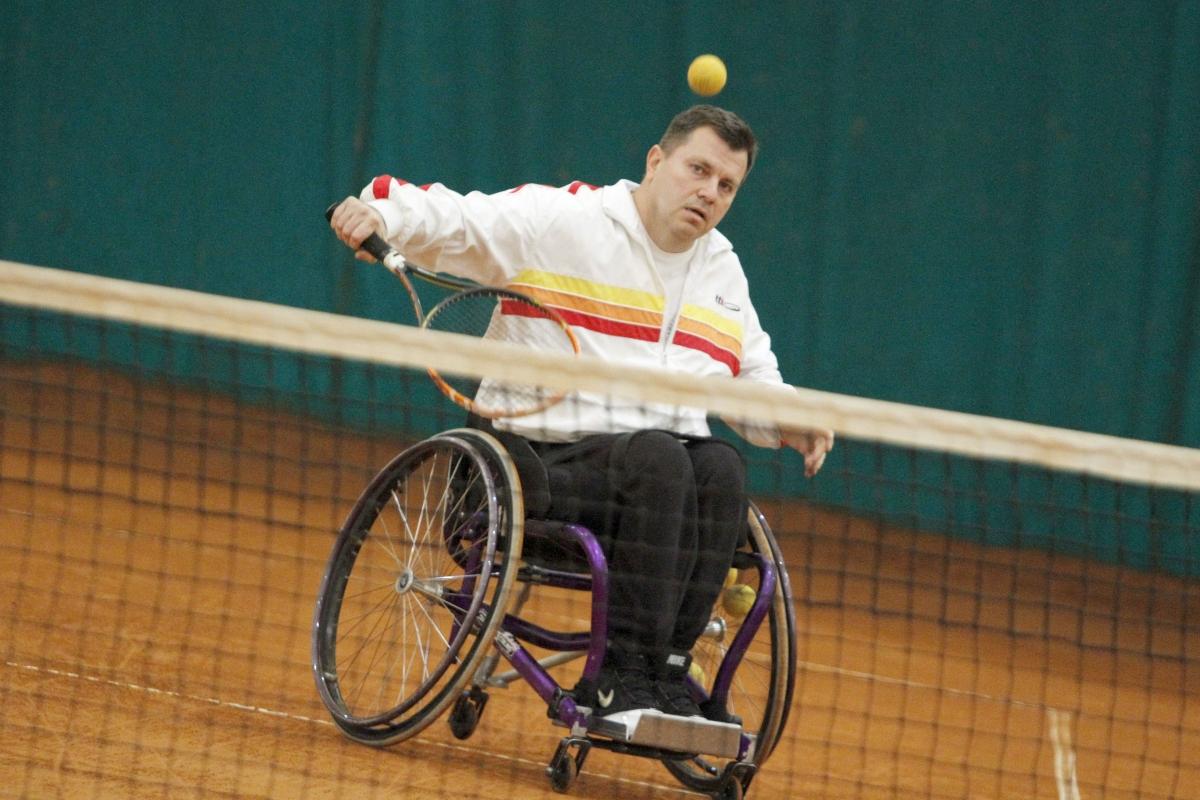 Американци правят лагер за тенис в инвалидни колички