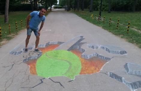Варненец нарисува триизмерна тенис топка