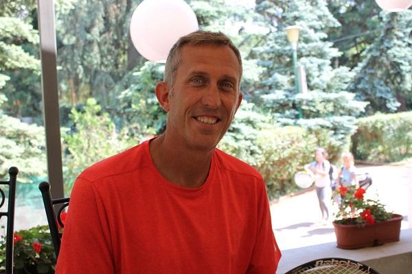 Дан Джеймс: Тенисът в инвалидни колички промени живота ми