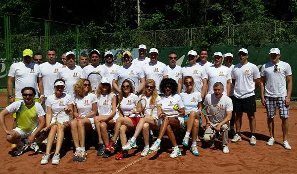 Турнирът с дървени ракети в Албена премина в духа на класическата тенис епоха