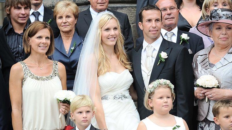 Щепанек и Вайдишова се венчаха в Прага (снимки)