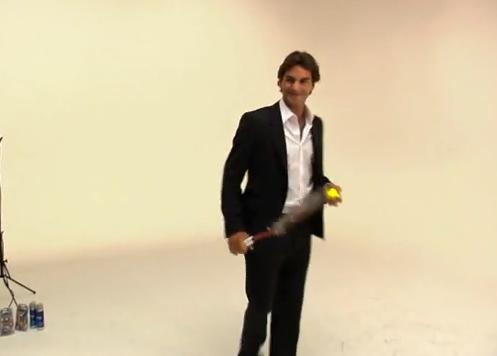 """ВИДЕО: Федерер показва супер трик в реклама на """"Жилет"""""""