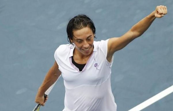 """ВИДЕО: Скиавоне взриви US Open с """"хот дог"""" като на Федерер"""
