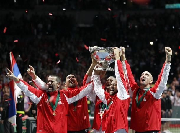 ВИДЕО: Белград не спа, шампионите във вихъра на купона
