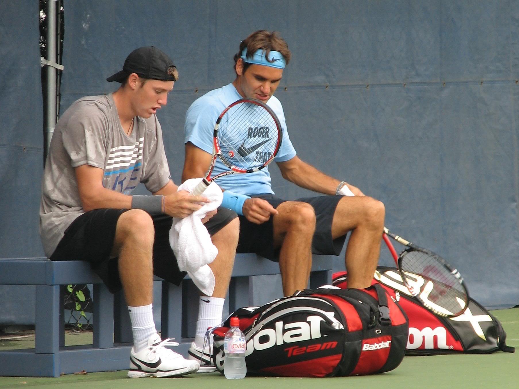 Федерер тренира с партньор на Гришо и Кутровски в Маями