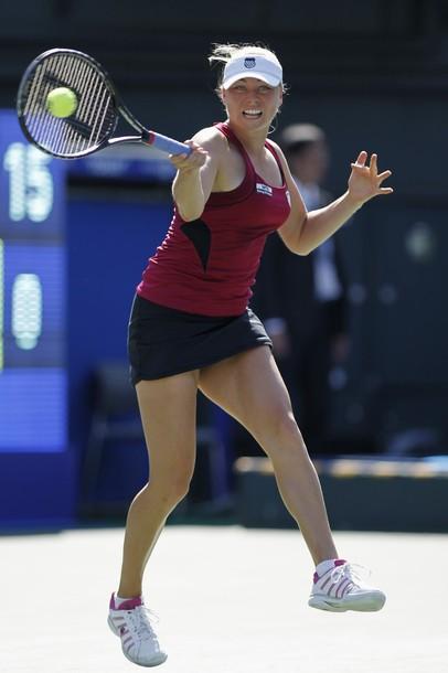 Звонарьова и Азаренка на полуфинал в Токио