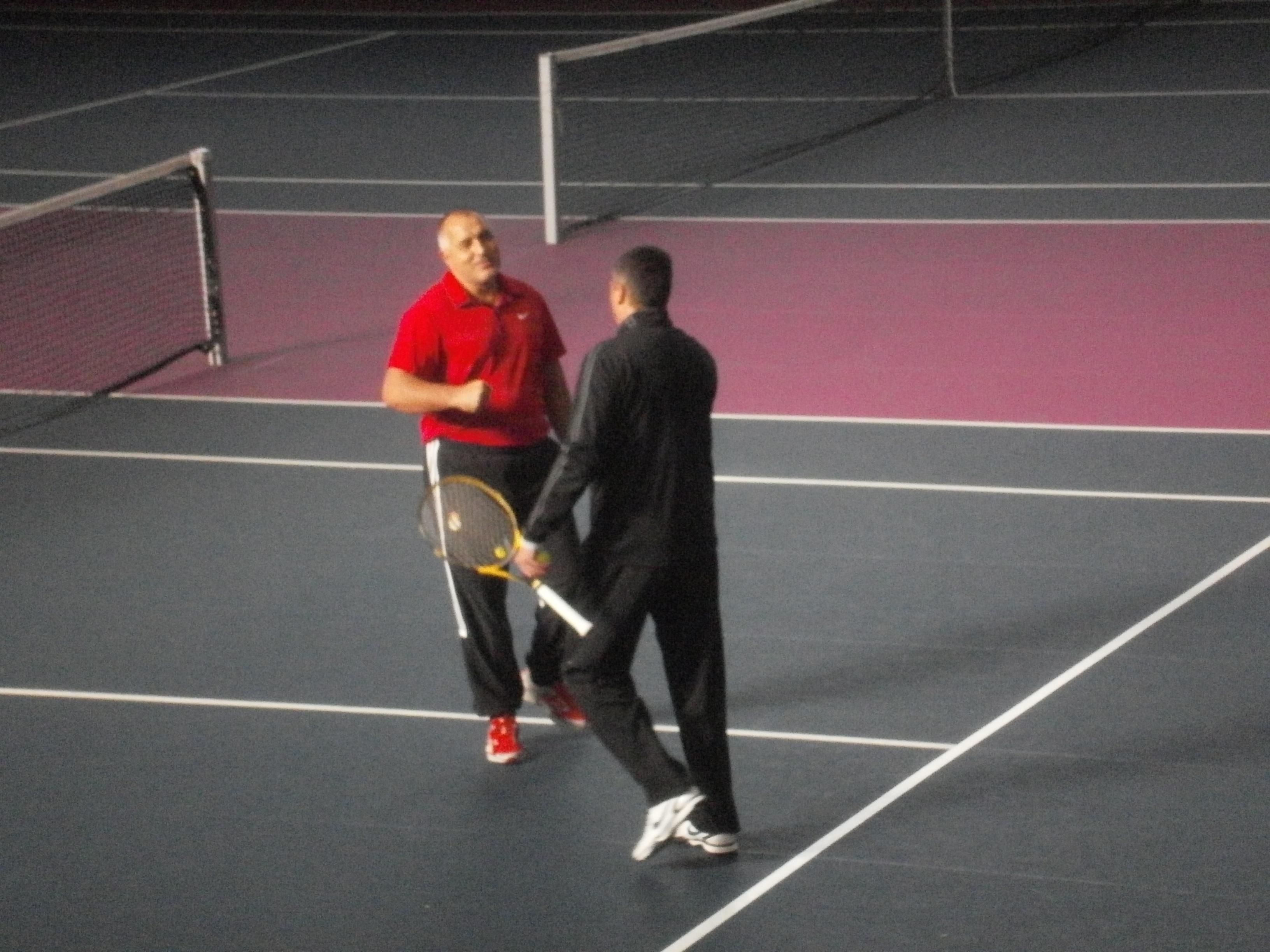 Премиерът и селекционерът без грешка на тенис