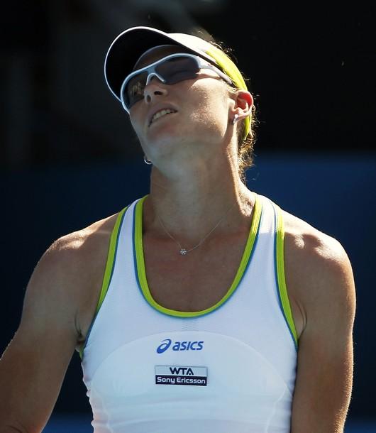 Стосър продължава да разочарова; Звонарьова с тежка загуба в Сидни