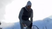 Федерер тренира в отлично настроение в дома си (видео)