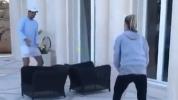 Рафа излиза от форма, загуби точка от сестра си (видео)